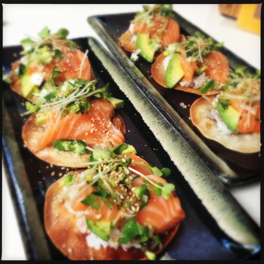 Salmon sashimi crisps